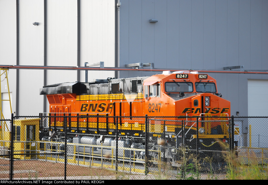 BNSF 8247 on the Transfer Dolly as the GE crew starts up Her GE GEVO Diesel Engine.