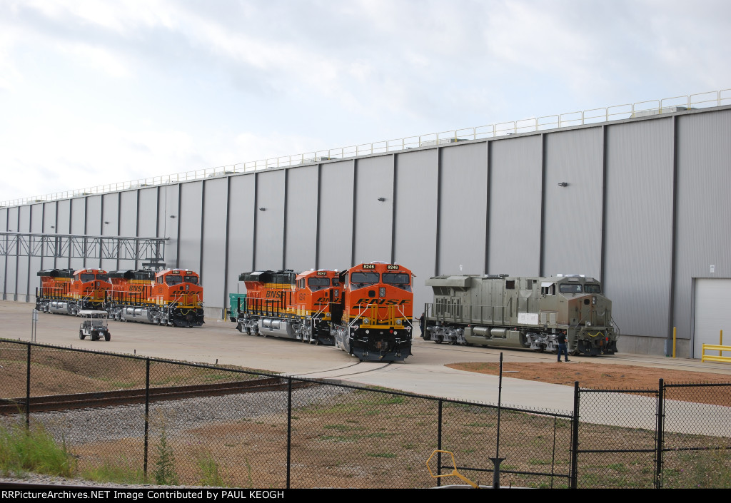BNSF 8270,BNSF 8246, BNSF 8247, BNSF 8261, and  BNSF 8260 all out and about getting prepared for their New Boss BNSF Railway!!