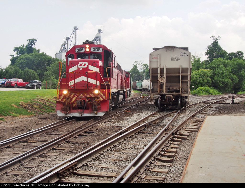 Vermont Railways spots two covered hoppers at the feed mill