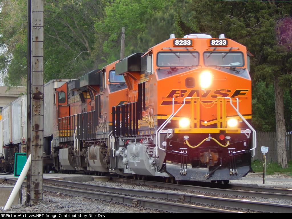 BNSF 8233