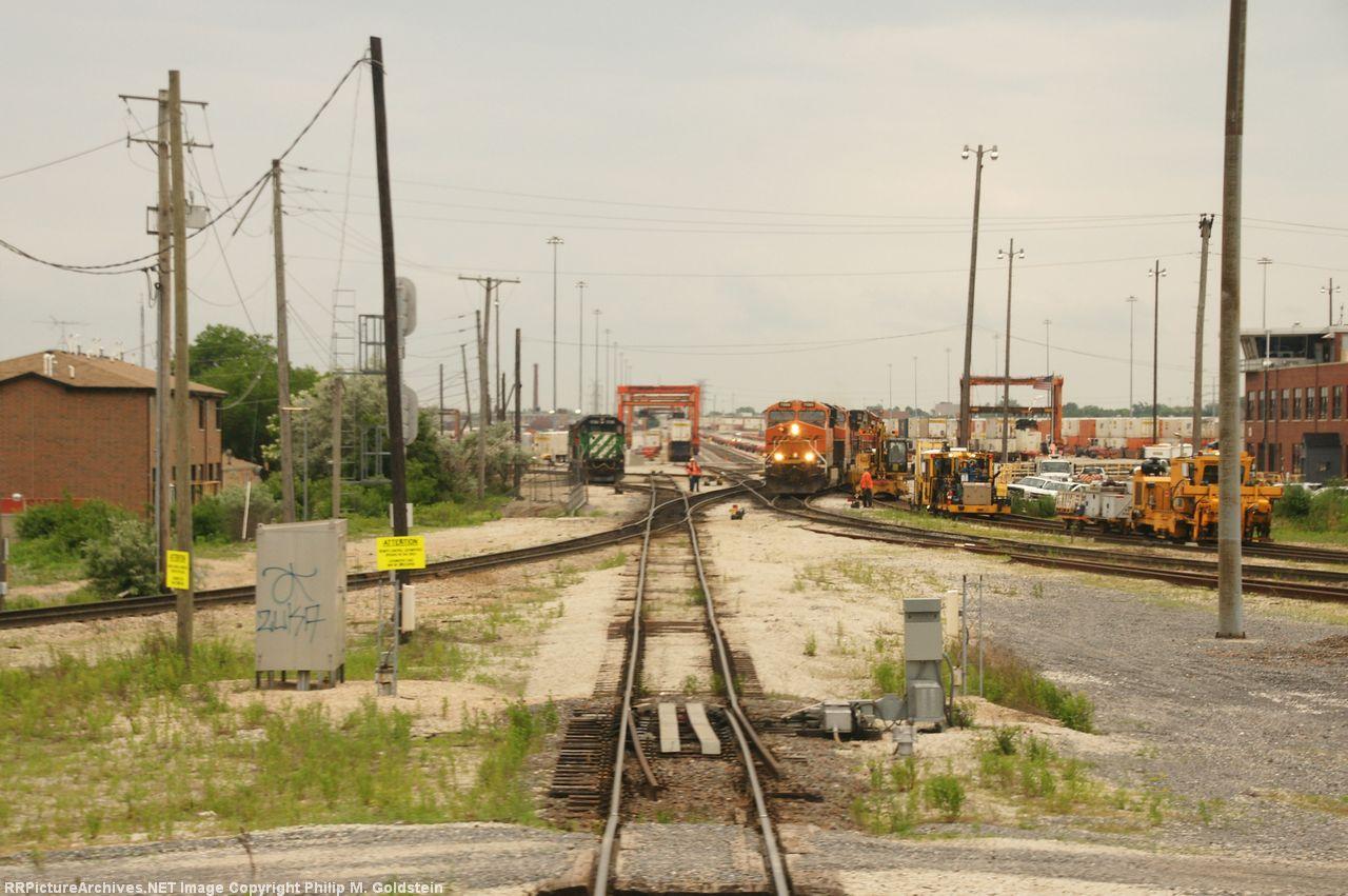 BNSF 1786, 7086 & MOW at CP Corwith (BNSF & CN) - BNSF Corwith Yard