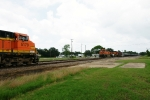 BNSF 7595 (sb) approaches BNSF 5179 on the Flynn siding