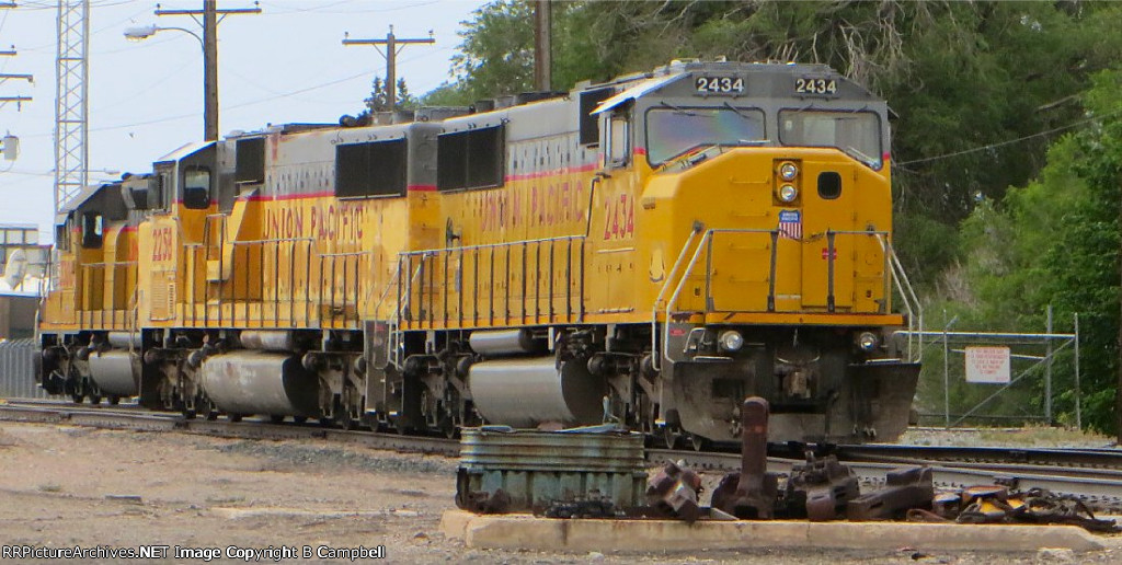 UP 2434 - UP 2258 - UP 3306