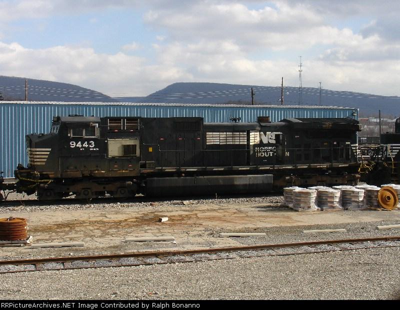 Wreck damaged D9-40C awaits its fate at Juniata