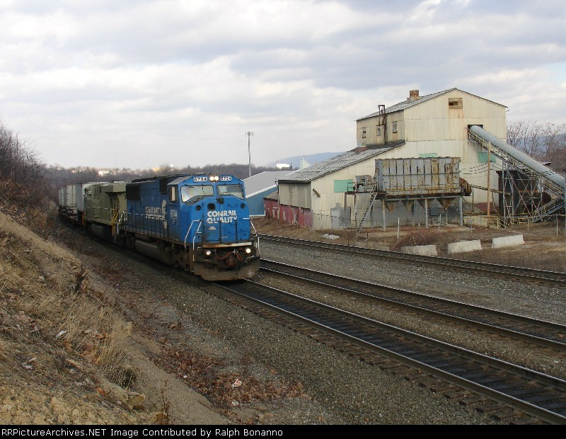 Westbound TV train starting the climb at the brickyard