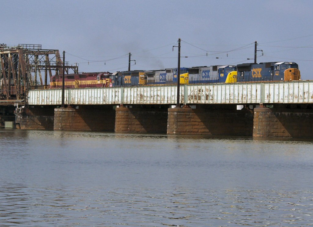 Northbound CSX Manifest Crosses the Potomac