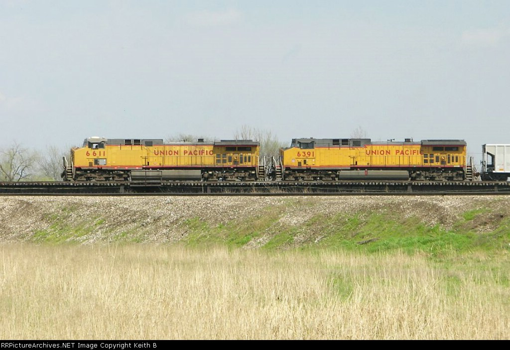 UP 6611 and 6391