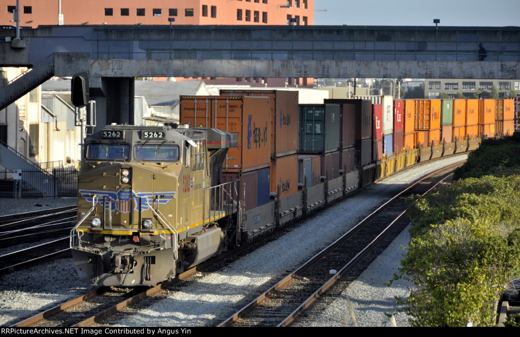UP 5262 in freight