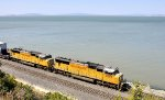 Twin SD70Ms in Cal-P line