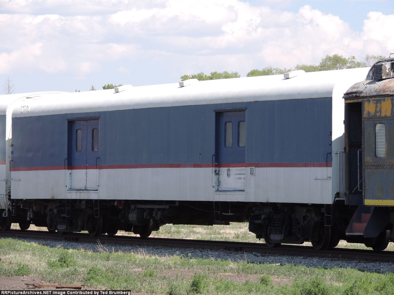 MNZX Baggage-Generator Car