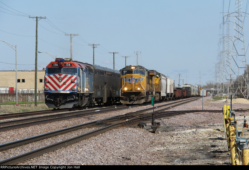 An inbound Scoot races east as MELNP waits to head west on Track 2