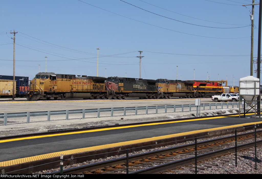 Three UP GE's sit with a KCS ACe while waiting for their next assignment