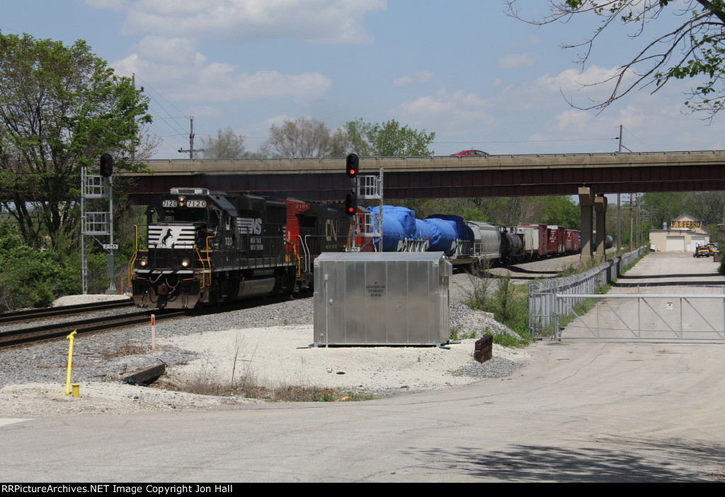Just out of Joliet Yard, L594 starts the trip east to Kirk Yard