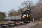 NS 8757 brings the roadrailer from Minneapolis, ZEMCH, south on the New Line