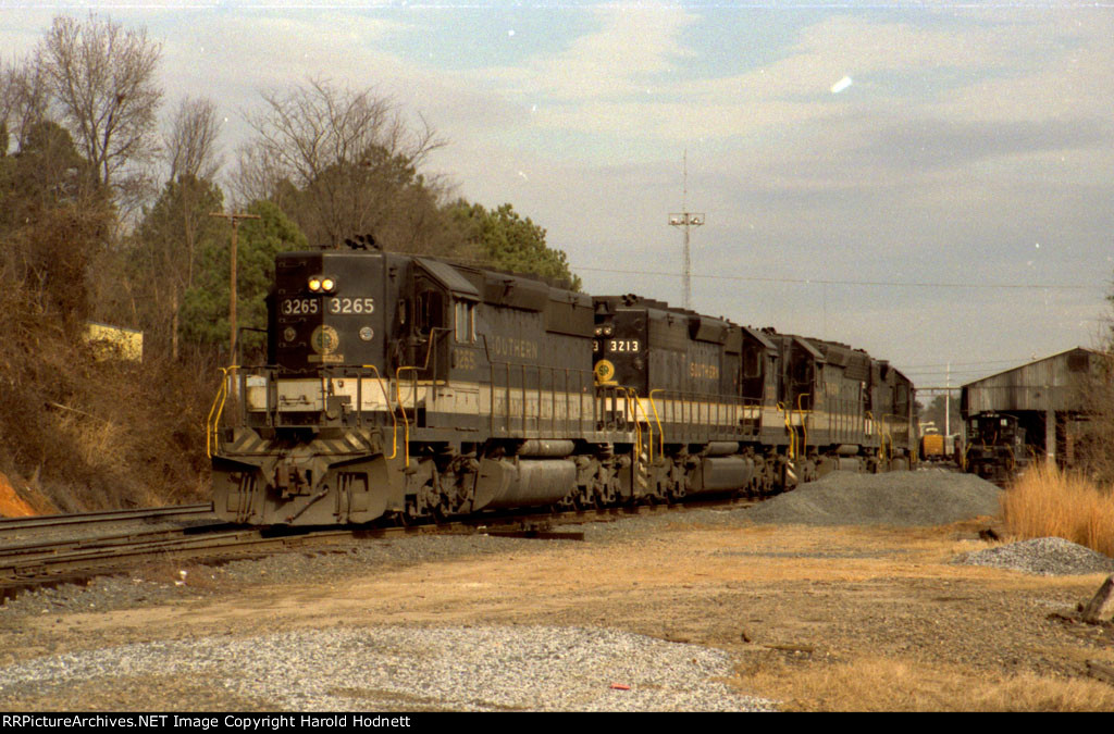 Six axle EMD's were a treat to see in Glenwood Yard