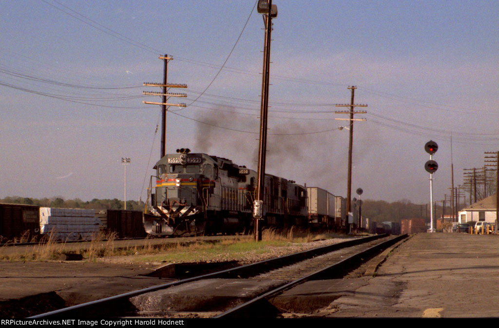 SBD 3599 leads a southbound train towards the station