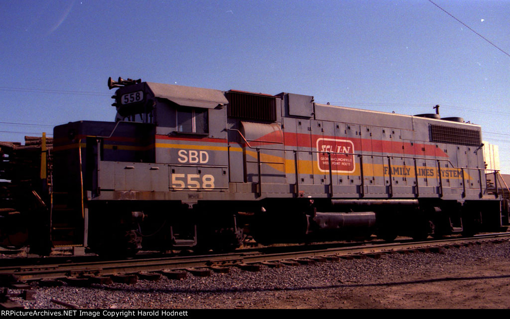 SBD 558, a former D&S unit, still wears Family Lines paint
