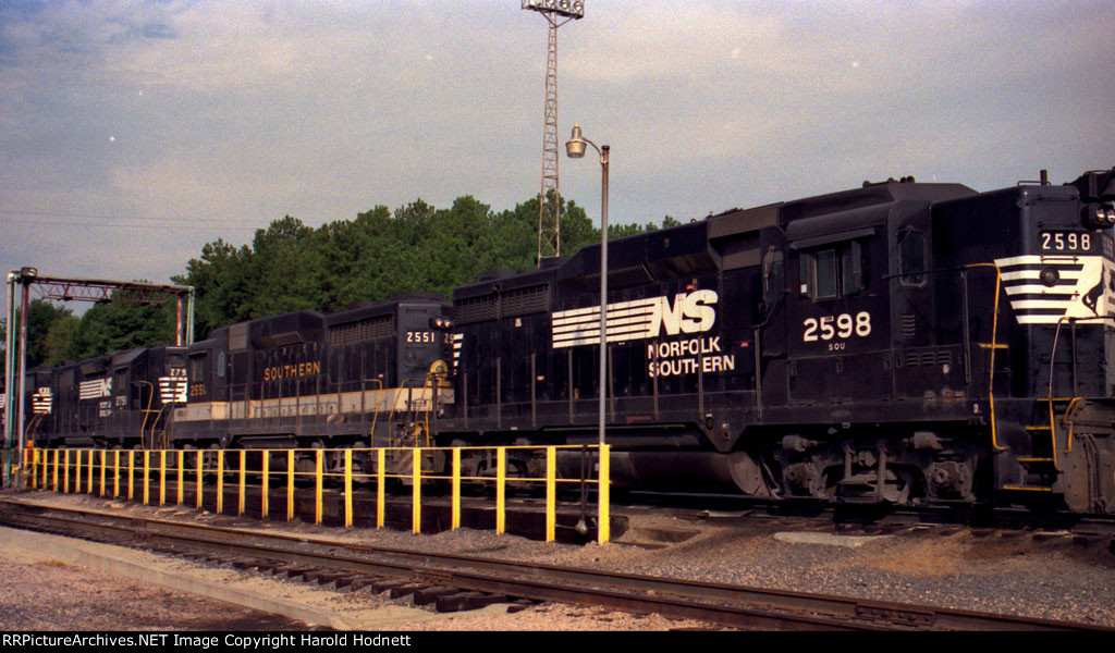 NS 2598, Southern 2551 and NS 2791 sit at the fuel racks at Glenwood Yard