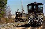 SOU 5198 works the yard