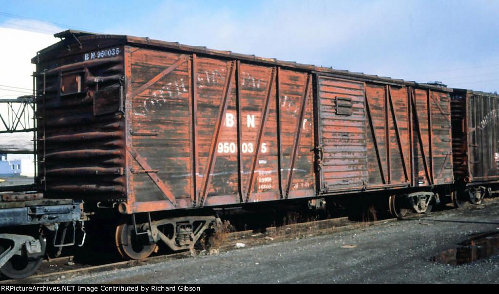 BN 950035 Wooden Box Car