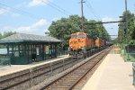 BNSF 6113 leads a K-train through Yardley
