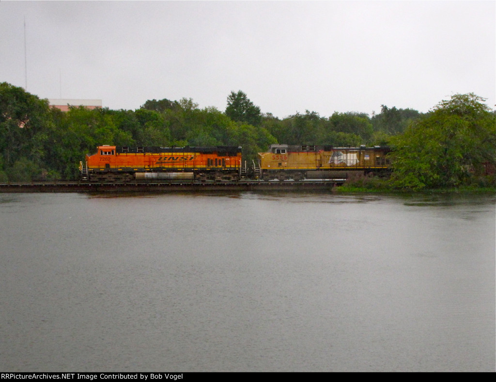 BNSF 7262 and UP 5556