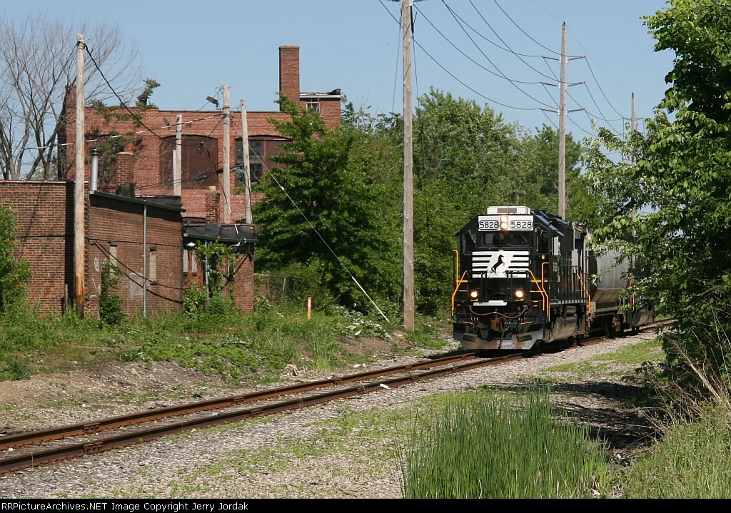 NS BV19 approaching Miles Avenue