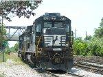 NS 560 (B32-8)  403350 (SD40-2)