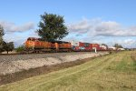 Outside of Butler, BNSF 4795 heads west leading 25N
