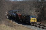K041-09 rolls west through the sweeping curve at Bluegrass Cut