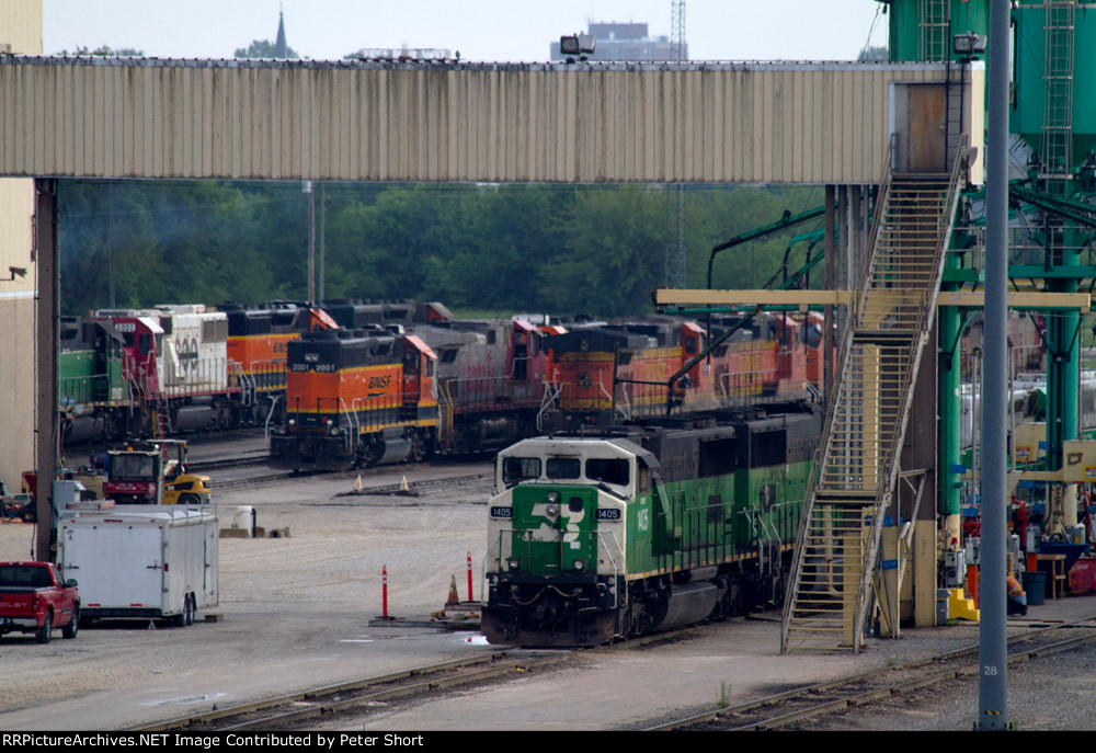 BNSF1405, BNSF4341, BNSF2001, SOO/CEFX6002 and others at the diesel depot