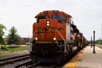 BNSF9117 and BNSF6134 passing through the station