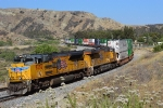 UP 8558 descends Beaumont Hill with an intermodal