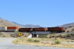 180 degrees from the last shot, we see BNSF 6662 is now on the move