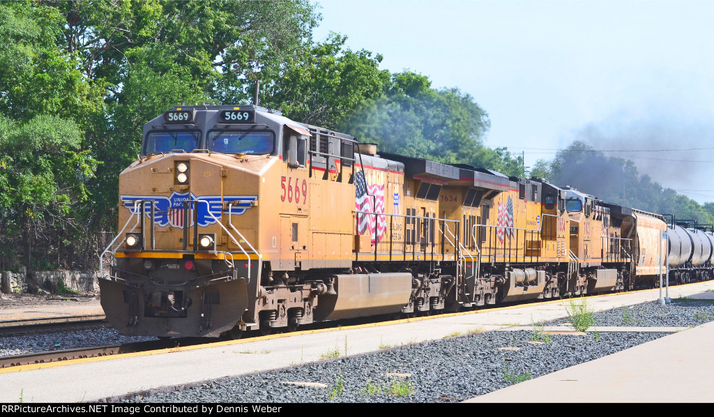 UP 5669,  CP's   Tomah    Sub.