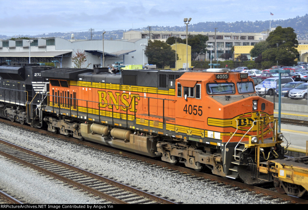 BNSF 4055 in freight