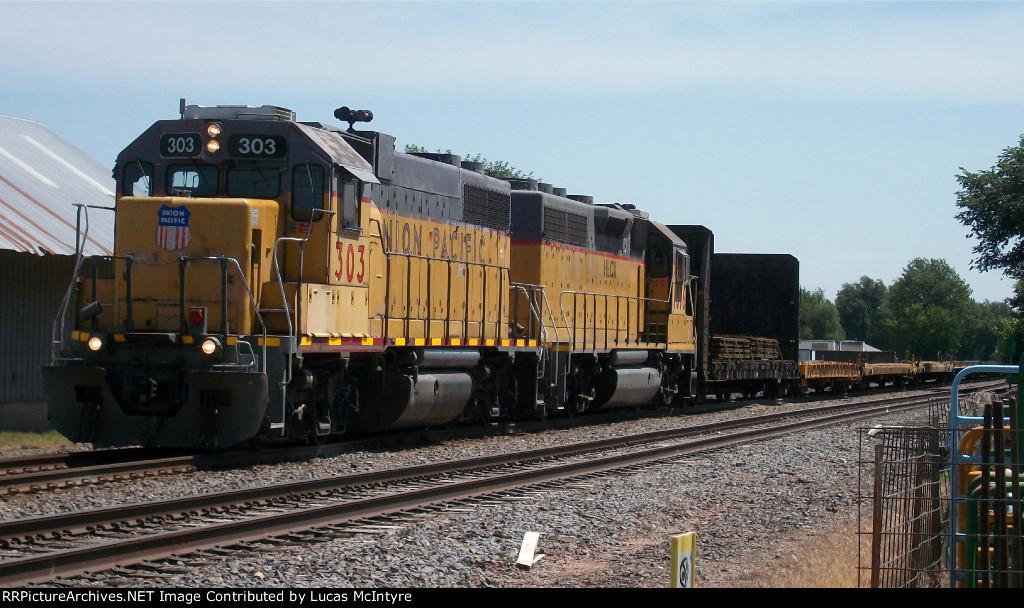 UP 303 westbound UP manifest train