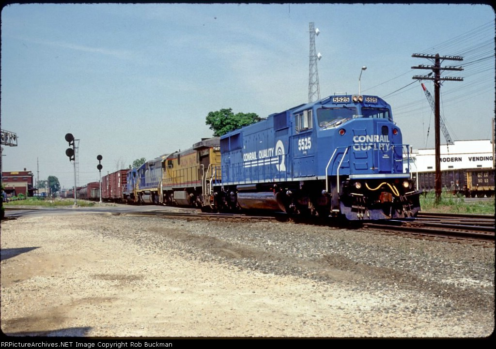 EB Conrail flys over the NS junction