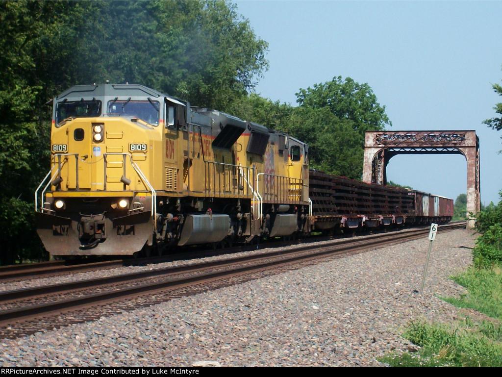 UP 8109 westbound UP work train