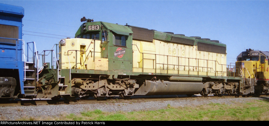 CNW 6813 SD40-2 and UP 4151 X-MP 3149 SD40-2 westbound into CSX Gentilly Yard in New Orleans LA 11-25-1995