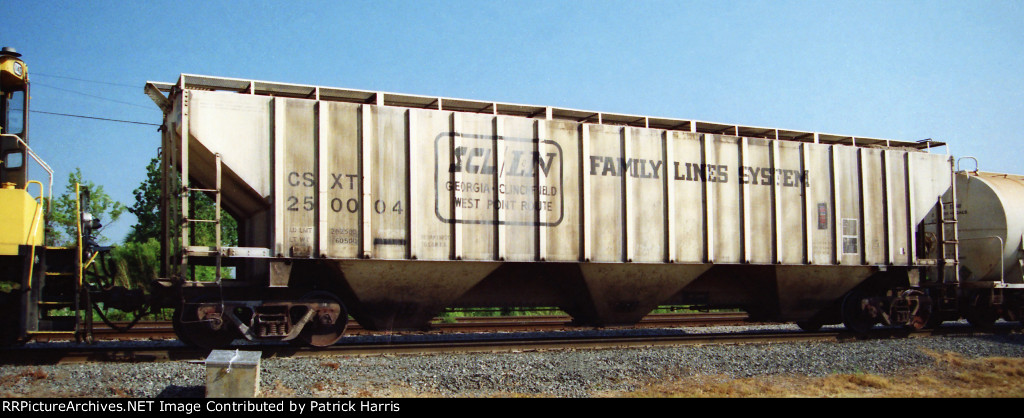 CSXT 250004 X-L&N 241944 Family Lines 12-1980 built LO-2 4750cf 3-gate covered hopper at the east end of CSX Gentilly Yard New Orleans LA 04-02-1998