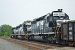 Two SD40-2s