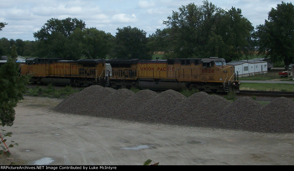 UP 6924 westbound UP empty coal train