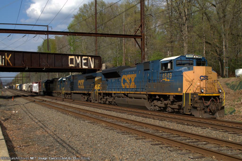 CSX SD70ACe 4849 leads Q417-01