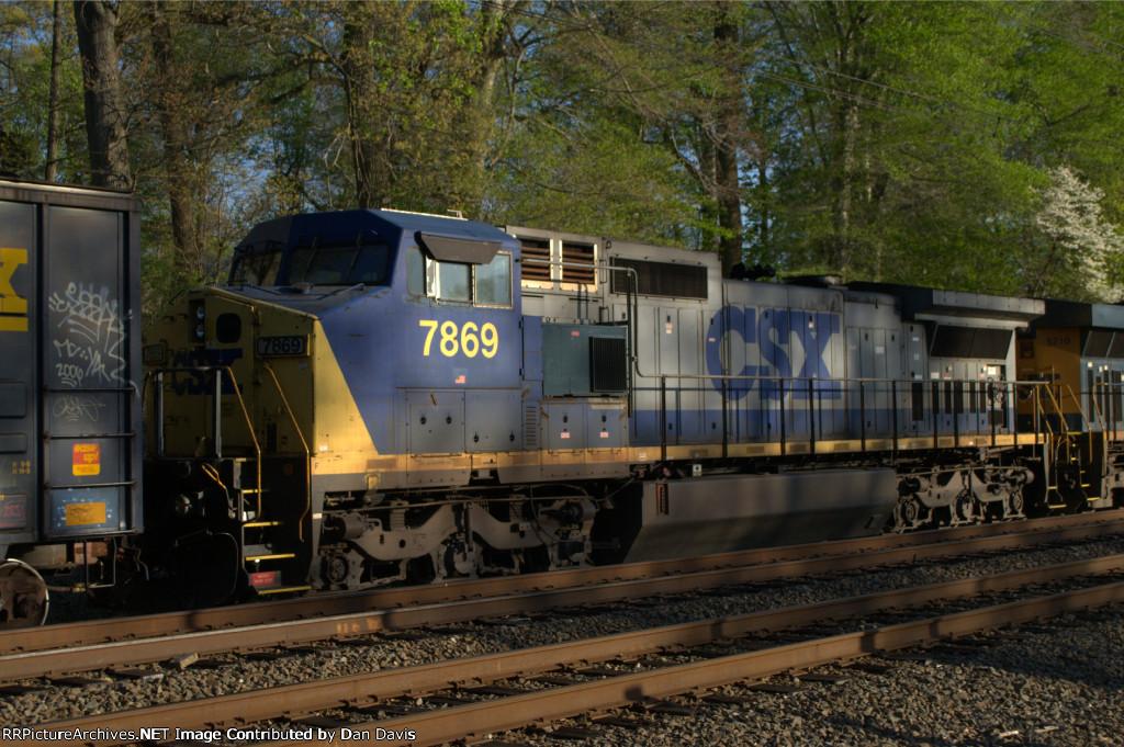 CSX C40-8W 7869 trails on Q439