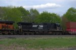 NS D9-40C 8810 trails on 21T