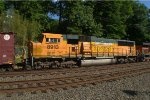 BNSF SD70MAC 8913 trails on K040