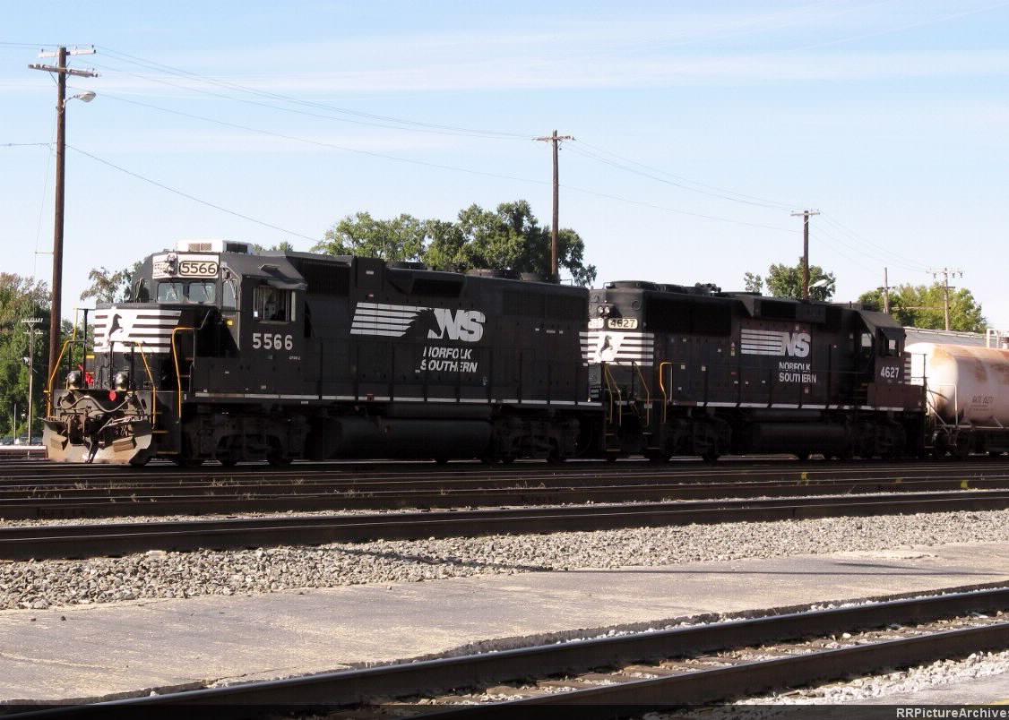 NS 5566 GP38-2