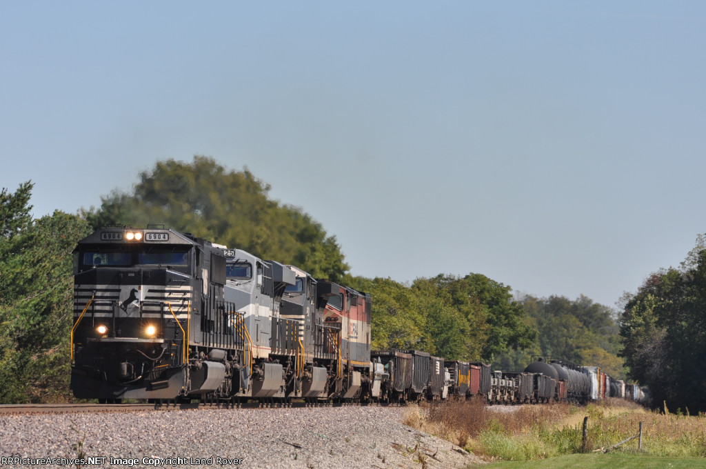 NS 6904  On NS 15 Q Westbound