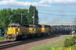 Three SD40's heads west